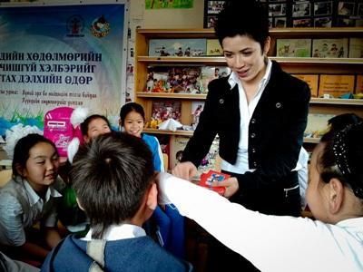 A volunteer teaching in Mongolia
